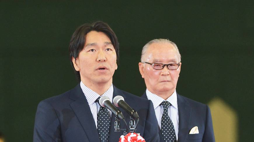 People's choice: Hideki Matsui (left) speaks as Shigeo Nagashima watches on at a May ceremony at Tokyo Dome to honor the Yomiuri Giants legends.    KYODO