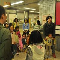 Taking the initiative:  Tonghwi Soh (right) supervises an excursion with young  Tohoku evacuees in Kyoto in 2012. | KIZUNA FROM KYOTO