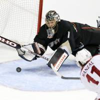 Valiant effort: Phoenix's Martin Hanzal scores past Anaheim's Jonas Hiller in the third period on Saturday night. The Ducks edged the Coyotes 3-2 in overtime. | AP