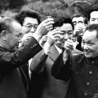 Former Prime Minister Kakuei Tanaka (left) makes a toast with Chinese leader Deng Xiaoping at Tanaka's residence in Mejiro, Tokyo, on Oct. 24, 1978. | KYODO