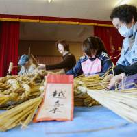 Revival effort: Residents of the disaster-hit Okirai district in the city of Ofunato, Iwate Prefecture, braid local 'shimenawa' on Nov. 23 for use as New Year's ornaments.   KYODO