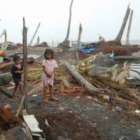 Total devastation: Along the beach in Dulag, all the houses and trees were destroyed by Typhoon Haiyan when it hit Leyte Island last month. | ICAN/CHUNICH SHIMBUN