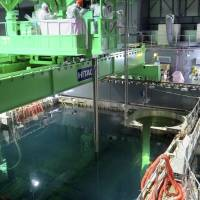 Exacting work: Radioactive fuel rods are removed from the cooling pool in the reactor 4 building at the Fukushima No. 1 nuclear power plant on Nov. 18. | TOKYO ELECTRIC POWER CO., INTERNATIONAL RESEARCH INSTITUTE FOR NUCLEAR DECOMMISSIONING/AP