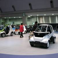 Taking a spin: Visitors to the Tokyo Motor Show at the Tokyo Big Sight test-drive some of the ultracompact EVs on exhibit in late November.  | KAZUAKI NAGATA