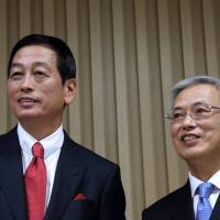 Changing of the guard: Masahiko Uotani (left), incoming president of Shiseido Co., and departing Shinzo Maeda appear at a news conference in Tokyo on Tuesday. | BLOOMBERG