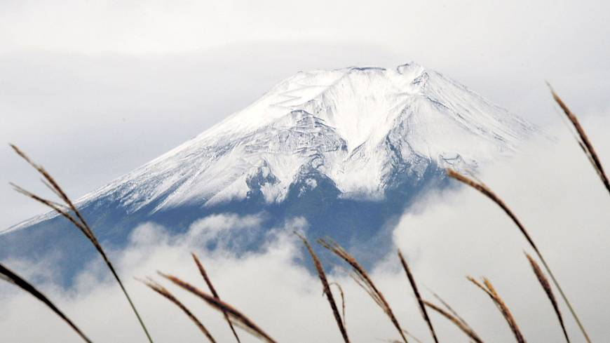 Icon: Mount Fuji, which was given World Heritage status on June 22, is seen in mid-October. | KYODO