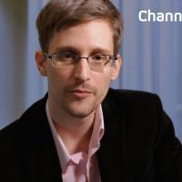 Mission accomplished: This image released Monday by Britain's Channel 4 TV network shows NSA intelligence leaker Edward Snowden preparing to record a televised Christmas message calling on citizens to work together to end mass surveillance. It was to be Snowden's first TV appearance since he claimed asylum in Russia. | AFP-JIJI