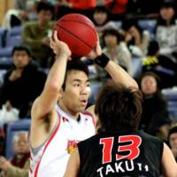 Oguchi sparks Phoenix against ex-coach Kawai, Brave Warriors