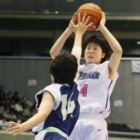 Big contributions: Guard Ai Yamada leads Oka Gakuen to back-to-back Winter Cup titles, finishing with 22 points and nine assists on Saturday. | KYODO