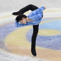 This is how it's done: Yuzuru Hanyu performs during the men's short program at the Grand Prix Final on Thursday in Fukuoka. Hanyu set a world record with a score of 99.84. | AFP-JIJI