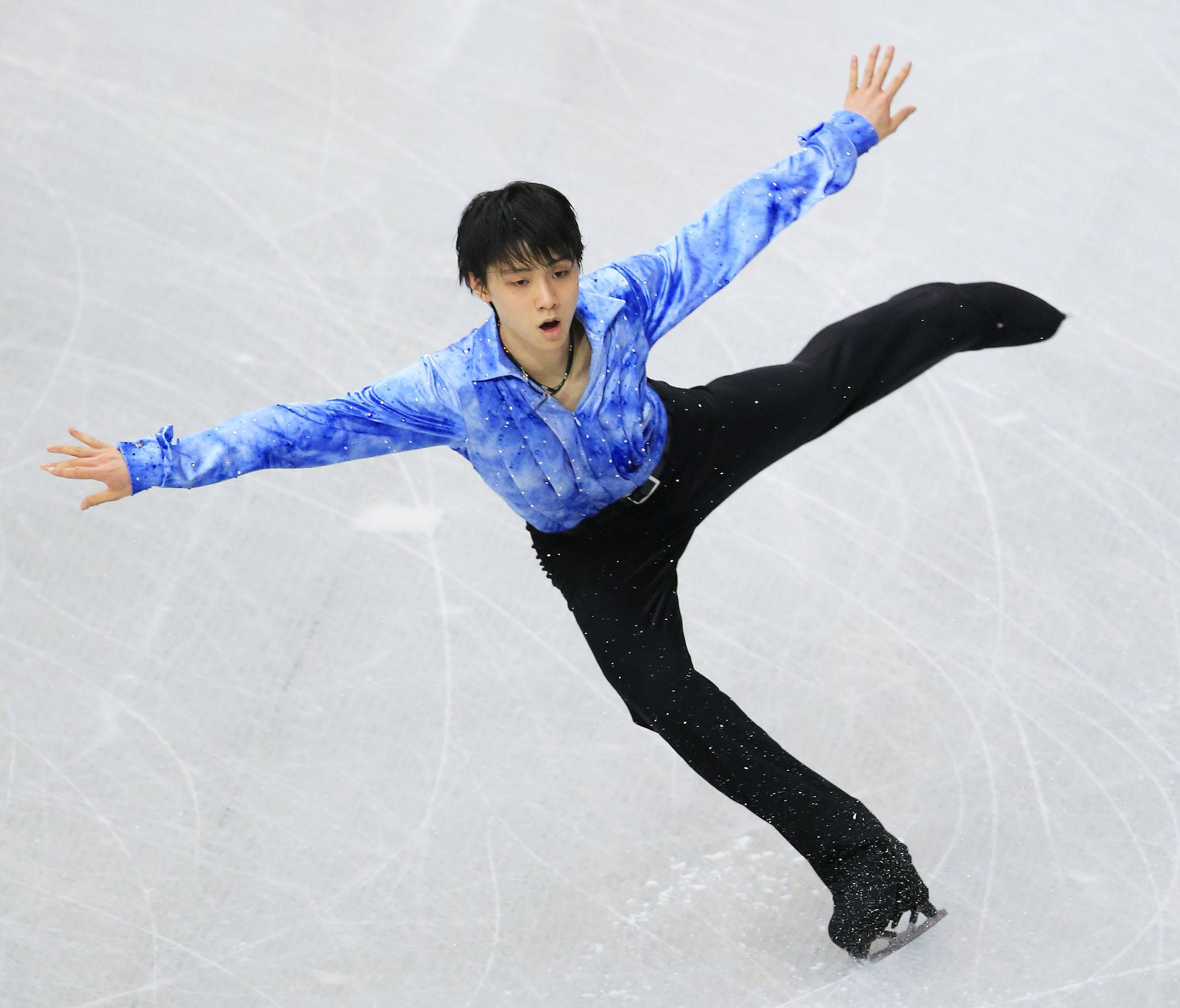 Splendid start: Yuzuru Hanyu performs during the men's short program at the national championships on Saturday at Saitama Super Arena. Hanyu earned 103.10 points and holds a commanding lead. | KYODO