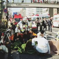 Medics treat victims of the cult's sarin gas attack in Tokyo on March 20, 1995. | KYODO