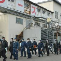 Show of force: Police investigators raid the factory of Aqlifoods Co., a subsidiary of Maruha Nichiro Holdings Inc., in Oizumi, Gunma Prefecture, on Saturday after pesticide is found in its frozen food products. | KYODO