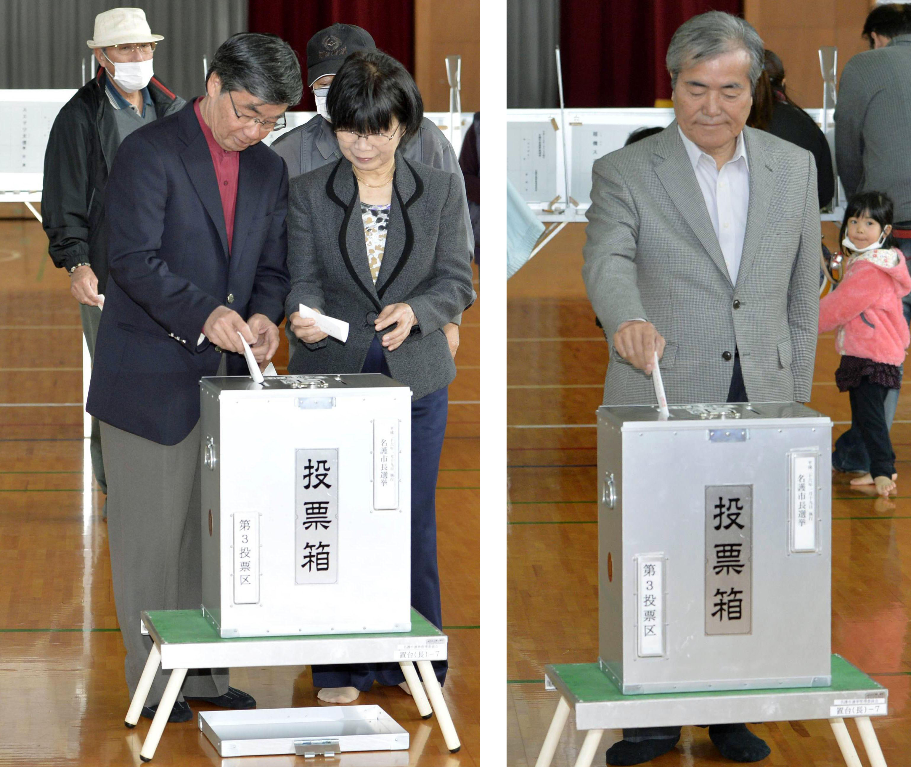 Yea or nay?: Incumbent Mayor Susumu Inamine (left) and his pro-base rival, Bunshin Suematsu, cast their votes on Sunday in Nago, Okinawa Prefecture.   KYODO