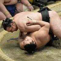 Hakuho remains in dominant form