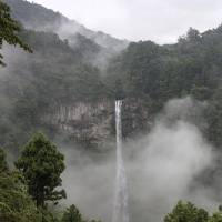 Drop to the ocean: Clouds of mist add a sense of mystery to the 133-meter Nachi Falls. | ALON ADIKA
