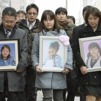 Seeking fairness: Relatives of Hiyori kindergarten children killed in the March 2011 tsunami enter the Sendai High Court on Friday to attend oral proceedings in a suit appeal filed by the school. | KYODO