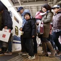 Homeward bound: Lines of people at JR Shin-Osaka Station board a bullet train crammed with holidaymakers returning home Saturday after the New Year's holiday period.   KYODO