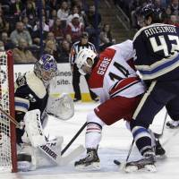 Bobrovsky helps Blue Jackets to win