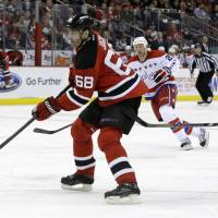 Jagr reaches top 10 in career assists