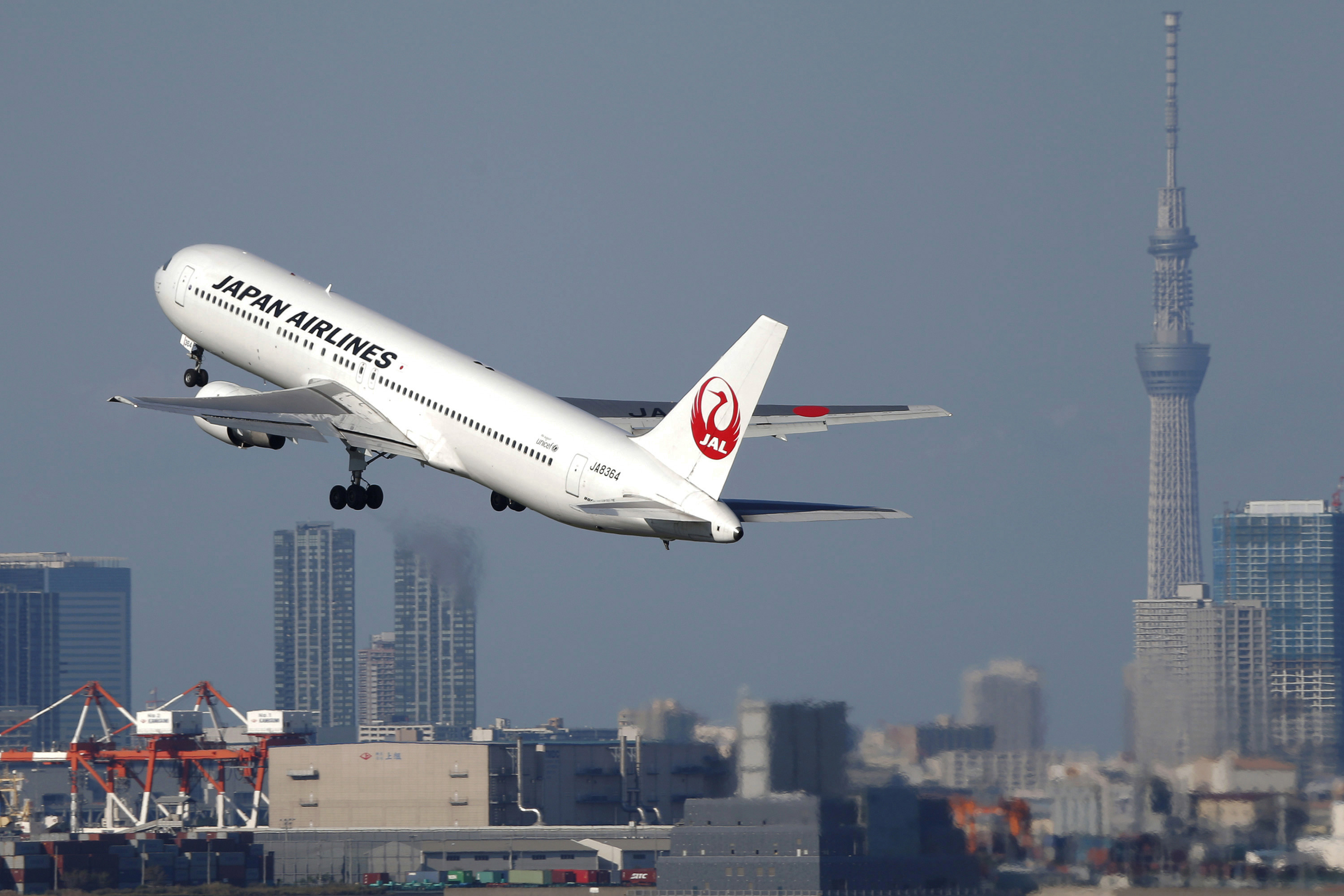 Gear up: A Japan Airlines Co. jetliner takes off from Tokyo's Haneda airport on Oct. 27. JAL said Thursday it will launch new direct flights between Tokyo and London and increase other flights from Haneda using allocated new slots. | BLOOMBERG