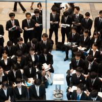 Job hunt: University students attend a job fair hosted by Recruit Career Co. at the Makuhari Messe convention center in Chiba in December. | BLOOMBERG