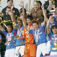 Members of Yokohama F. Marinos respond to the cheering crowd Wednesday after the team beat out Hiroshima Sanfrecce for the Emperor's Cup. | KYODO