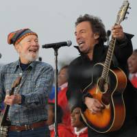 American troubadours: U.S. singers Pete Seeger (left) and Bruce Springsteen perform during the 'We Are One' Inaugural Celebration at the Lincoln Memorial in January 2009 in Washington. Seeger, known for renditions of such songs as 'If I Had a Hammer' and 'Where Have All the Flowers Gone,' died Monday at the age of 94.   AFP-JIJI