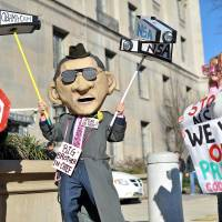 Protest power: Civil liberties activists hold a rally against surveillance of U.S. citizens ahead of a speech by President Barack Obama announcing reforms of the National Security Agency in Washington on Friday. | AFP-JIJI