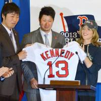 Boston Red Sox pitchers Koji Uehara (second from left) and Junichi Tazawa present a Boston Red Sox jersey to U.S. Ambassador to Japan Caroline Kennedy on Tuesday in Tokyo. | KYODO