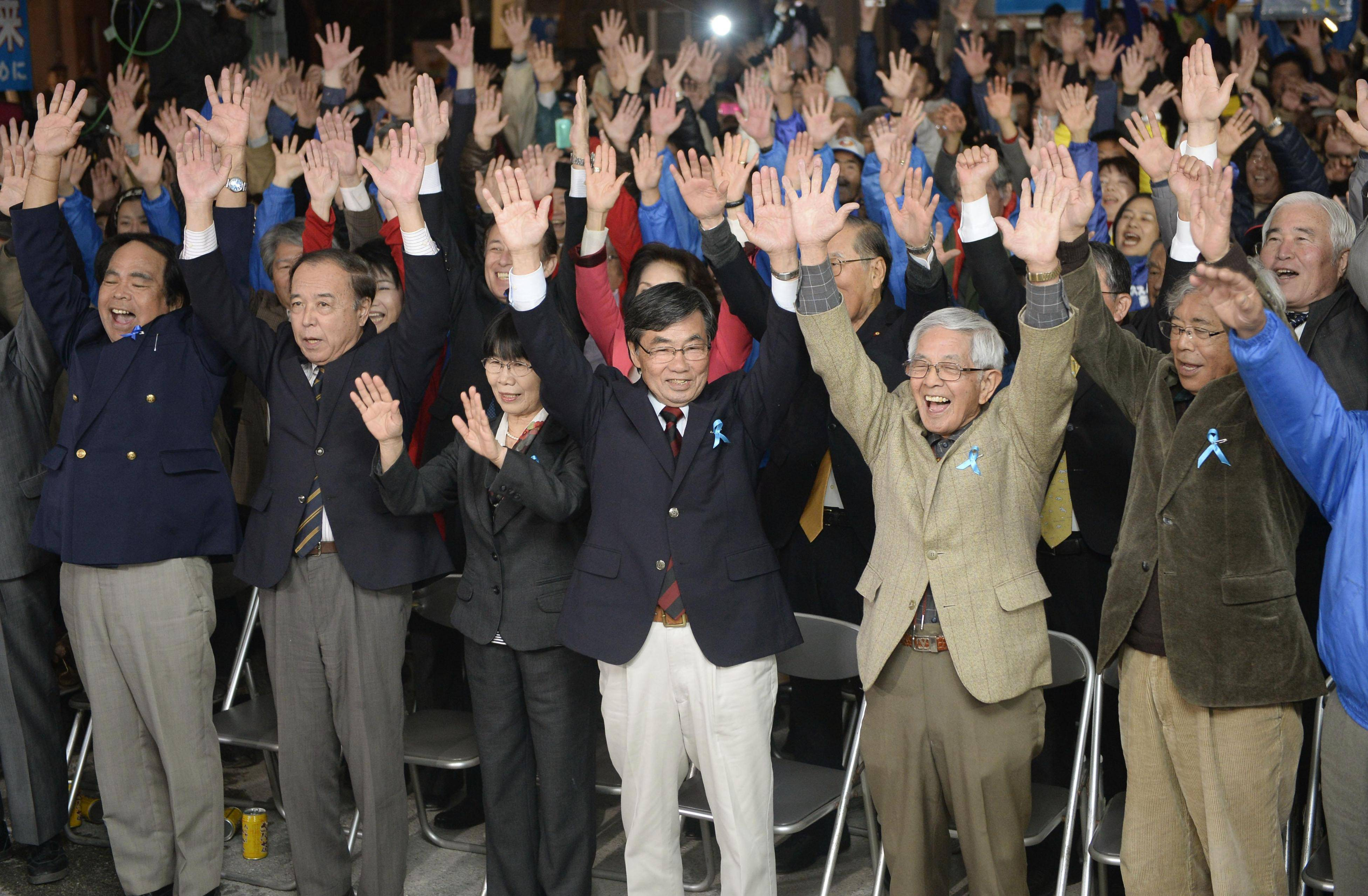 Nago mayor wins re-election in blow to Abe, U.S.