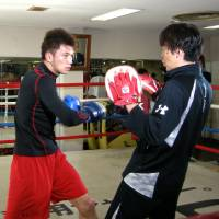 Prep work: Middleweight Ryota Murata (left) trains on Friday at Teiken Gym in Tokyo. Murata will fight against Carlos Nascimento in Macau on Feb. 22. | KAZ NAGATSUKA