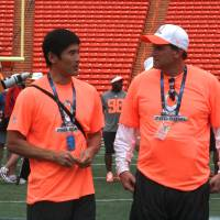Beneficial experience: Masato Itai (left) kept a close eye on the action during Pro Bowl practices and the annual game last week. He said his fundamental understanding of football has improved since he suited up for NFL preseason games in 1997 and 2000. | KAZ NAGATSUKA