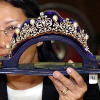 This tiara, inlaid with diamonds and South Sea Pearls, is part of a collection seized by the Philippines government from former first lady Imelda Marcos in the late 1980s. | AFP-JIJI