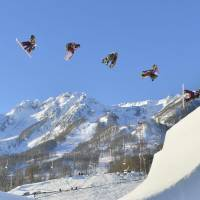A high-speed camera captures Yuki Kadono in action during the 2014 Olympics slopestyle semifinals at the Rosa Khutor Extreme Park. | KYODO
