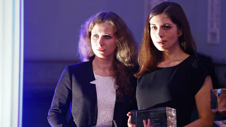 Russian punk band Pussy Riot members Maria Alyokhina (left) and Nadezhda Tolokonnikova pose after winning an award in the category 'Most Valuable Documentary of the Year' at the 'Cinema for Peace' charity gala in Berlin on Feb. 10.  | REUTERS