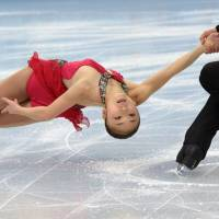 Japan's Ryuichi Kihara and Narumi Takahashi skate toward an 8th place finish in the short program of the figure skaing pairs team competition of the Sochi Winter Olympics. | AFP-JIJI