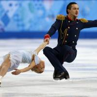 The flawless performance of Russian pair Maxim Trankov and Tatiana Volosozhar Thursday boosts their country to the top slot in the team competition of figure skating.  | AFP JIJI