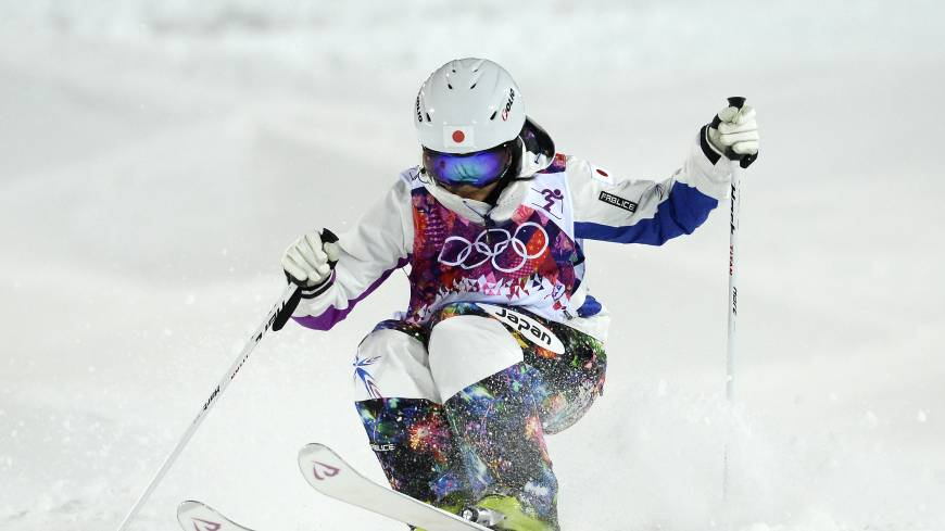 Japan's Aiko Uemura put in a strong run in the finals of the women's freestyle skiing moguls but was nudged out of the top three by U.S. skier Hannah Kearney. | AFP-JIJI