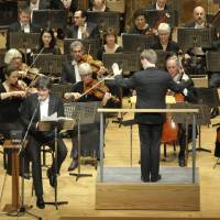 Good conduct: The New York Philharmonic performs Benjamin Britten's 'The Young Person's Guide to the Orchestra' at Tokyo's Suntory Hall on Feb. 11, with music director Alan Gilbert serving as narrator and assistant conductor Joshua Weilerstein at the podium. | RIKIMARU HOTTA