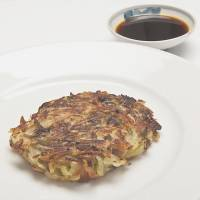 Potato cake with nattō. | MAKIKO ITOH
