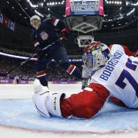 Oshie lifts U.S. to win over Russia