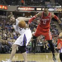 Rocket fuel: Houston's Dwight Howard (right) competes for a rebound with Sacramento's Aaron Gray during the Rockets' 129-103 win on Tuesday.   AP