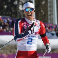 Team spirit powers Bjoergen to skiathlon victory