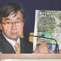 No caving: Susumu Inamine, re-elected last month on an anti-U.S. base platform as mayor of Nago, Okinawa, speaks Thursday at the Foreign Correspondents' Club of Japan. | AFP-JIJI