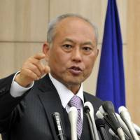 Newly minted: Tokyo Gov. Yoichi Masuzoe fields a question from reporters during his inaugural news conference Wednesday at the metropolitan government office in Shinjuku Ward. | YOSHIAKI MIURA