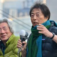 Former Prime Minister Morihiro Hosokawa, also running for governor, campaigns Sunday beside former Prime Minister Junichiro Koizumi. | AFP-JIJI