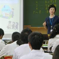An official from the Fair Trade Commission lectures about the antitrust law to third graders at Ibaraki Junior High School in Mito, Ibaraki Prefecture, last June 27. | KYODO