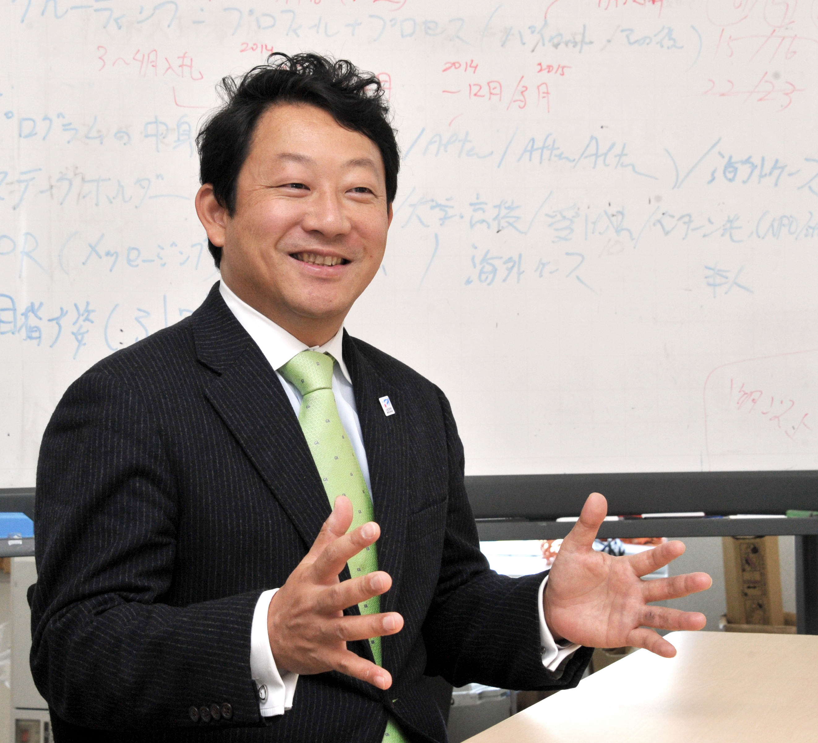 Meeting needs and changing perceptions: Chikara Funabashi, in charge of promoting study abroad programs at the education ministry, is interviewed on Jan. 17 at the ministry in Tokyo. | YOSHIAKI MIURA