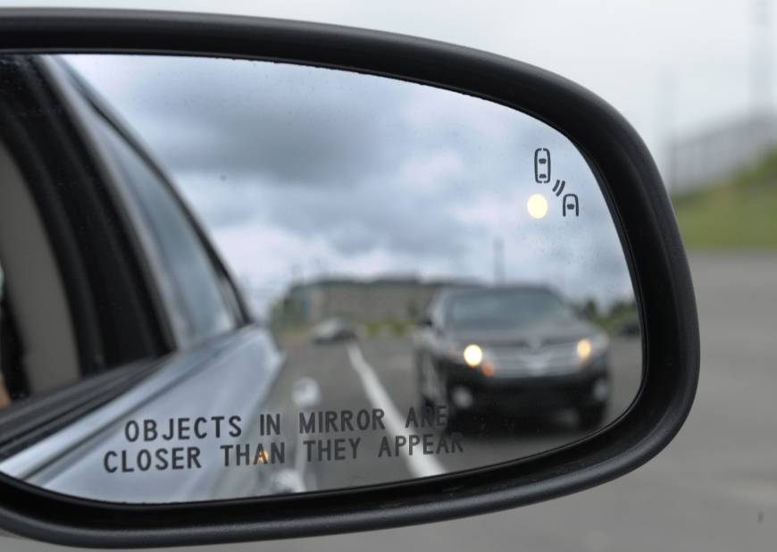 U.S. plans to require cars to communicate
